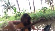 [Zapping 21] Cette jeune guitariste va finir sa chanson... dans la rivière