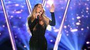 """25 ans après sa sortie, """"All I Want for Christmas Is You"""" de Mariah Carey devient numéro un"""