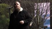 Le colosse Rag'N'Bone danse dans ce beau live TV de sa collaboration avec Calvin Harris
