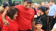 """Golf: Tiger Woods et son fils Charlie, déjà """"roi du swing"""", dans un tournoi parent-enfant"""