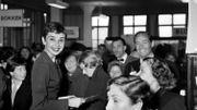 Audrey Hepburn chez Givenchy, en novembre 1954
