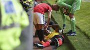 Kabasele se blesse en heurtant un panneau publicitaire, Chadli joue 30 minutes, Courtois en prend trois