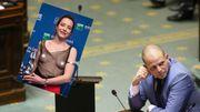 Suite aux Magritte, les Belges tweetent des photos de seins à Theo Francken