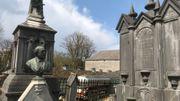 Un ancien monument funéraire, dans le cimetière du village, témoigne du passé de la famille qui dominait autrefois le village