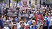 """Des milliers de Britanniques se mobilisent contre le """"coup d'Etat"""" de Boris Johnson"""