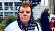 Zekia n'a à ce jour pas retrouvé les corps de son mari et de son fils tués en 1992 dans la banlieue de Sarajevo. Tout le village a été envoyé en camp de concentration. Aucun habitant n'est revenu. Zekia est la seule survivante.