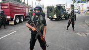 Des soldats sécurisent le quartier près de l'église Saint Antoine