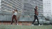 Alex Germys danse dans le clip de son tout nouveau single