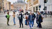 Coronavirus : un quart des Italiens croient aux théories complotistes