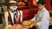 Pizzas automates: des robots serveuses font la joie du Pakistan