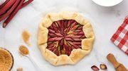 Les plats graphiques à la rhubarbe: la recette de Leslie en cuisine aussi délicieuse qu'instagrammable
