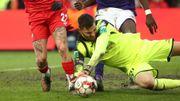 Le Standard aurait-il dû obtenir un penalty pour cette intervention de Van Crombrugge sur Lestienne?