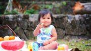 Peut-on donner des aliments solides à un bébé ?