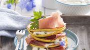 Crêpes aux herbes, sauce yaourt et jambon de Parme