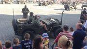 Beaucoup de spectateurs pour accueillir la colonne de véhicules de la dernière guerre