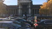 Taxis vs Uber: 150 chauffeurs de limousine se sont rassemblés devant le Palais de Justice de Bruxelles