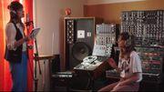 Clip pour une chanson rétro-futuriste avec Clara Luciani