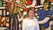 La reine Mathilde devant l'oeuvre de Fernand Léger