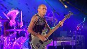 Flea rend hommage au batteur Tony Allen