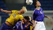 Faire des têtes au football serait plus risqué pour les femmes