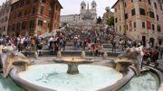 Un peu d'air frais pour la place d'Espagne, à Rome, fermée à la circulation