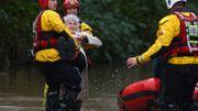 """Tempête Dennis: alerte rouge au Pays de Galles, où la météo présente un """"danger de mort"""""""