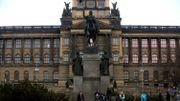 Un incendie détruit le toit du Musée national de Prague