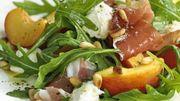 Recette de Candice : Salade fraîche de mozzarella, prosciutto et pêches, vinaigrette aux herbes