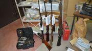 Parmi les armes saisies des armes longues dont une arme de guerre et diverses armes de chasse non déclarées