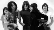 Un registre d'école d'Angus Young partagé en ligne