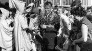 le 7 septembre était le jour de la culture wallonne. Les blanc-Moussis couvrent un garde de confettis.