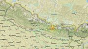 Situation de l'épicentre à l'est de Katmandou (étoile). En turquoise, les limites de la zone où la secousse a été ressentie; les autres couleurs témoignent des différents degrés d'intensités suivant la proximité avec l'épicentre
