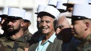 """Képi blanc sur la tête, """"Bébel"""" reçoit l'hommage de légionnaires près de Marseille"""
