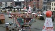 A Charleroi, place de la Digue, tout est prêt aussi : ne manquent que les chalands