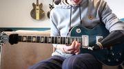 [Zapping 21] Ce guitariste joue deux solos de Guns N' Roses avec une seule main