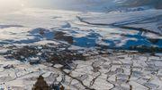 Pendant plusieurs mois au Zanskar, l'hiver gèle toute activité agricole mais les champs dessinent encore le paysage.