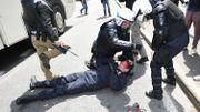 Incidents en marge de la manifestation: 10 blessés, dont un policier et le commissaire Vandersmissen