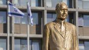 Brève apparition d'une statue dorée de Netanyahu à Tel-Aviv
