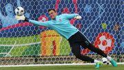 Un gardien international croate pisté par Anderlecht, Genk et Gand