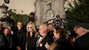 Michel Polnareff remet au Manneken-Pis une de ses tenues de scène