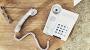 """Est-ce la fin du téléphone fixe? Le coup de gueule de Marianne Virlée dans """"C'est pas fini"""""""