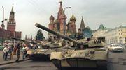 Le 19 août 1991, les chars soviétiques parqués devant le Kremlin