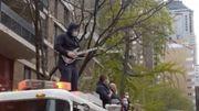 [Zapping 21] Un pompier metalleux joue l'hymne national américain sur un fourgon d'incendie