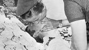 Une infirmière tente de réanimer Tom Simpson.