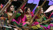 Le premier orchestre féminin d'Afghanistan clôture le Forum de Davos