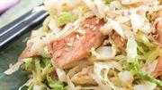 Recette : Wok de chou vert au poulet soja et sésame doré