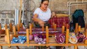 Berta, membre du comité des anciens et présidente d'une coopérative de tisserandes, se réjouit du retour aux pratiques ancestrales.