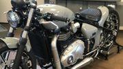 Ce modèle de Triumph customisé par Fred Krugger est visible au salon de l'auto