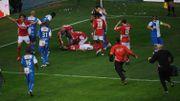 Mehdi Carcela reste inanimé de longues minutes après le choc avec Chris Mavinga
