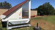 Le poulailler mobile abrite 200 poules